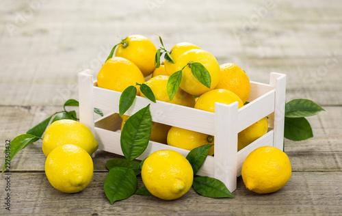Foto Murales Fresh lemons in the crate