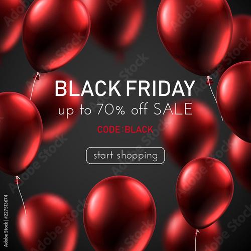 Czarny piątek sprzedaż promo plakat z czerwonymi błyszczącymi balonami.