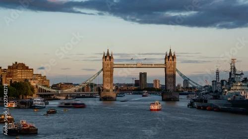 Fototapeta time lapse of Tower Bridge at sunset, London, UK
