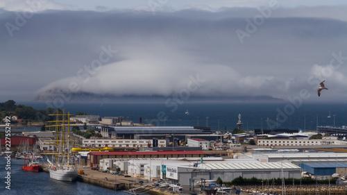 Foto Murales Nube sobre Isla San Martiño frente a puerto de Bouzas