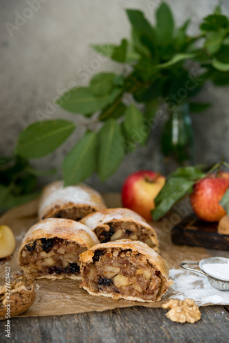Sticker Apple classic strudel on a wooden table