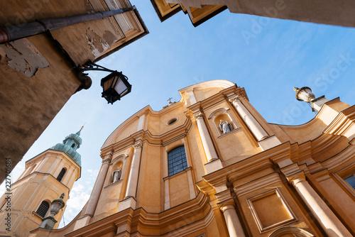 Archikatedra św. Jana i stare kamienice w Warszawie.