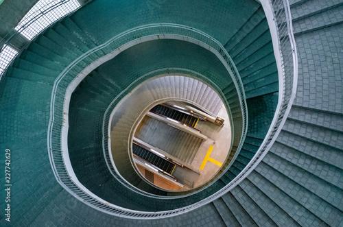 緑の螺旋階段