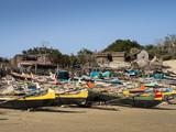 Hüttendorf und kleine Boote, Ambolomailaka, Madagaskar
