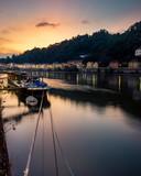 Sonnenuntergang über einem Fluss