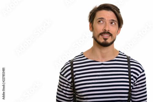 Studio strzał szczęśliwy przystojny mężczyzna ono uśmiecha się i myśleć