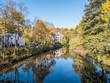 Leinwanddruck Bild - Saale in Hof mit Herbstlicher Spiegelung
