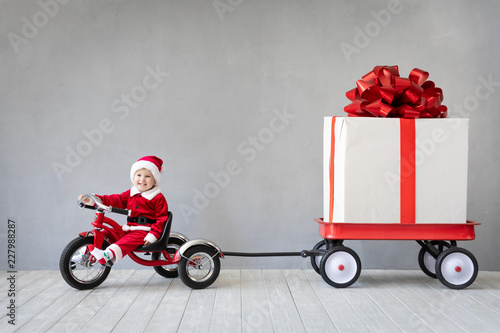Leinwandbild Motiv - Sunny studio : Baby boy having fun on Christmas time
