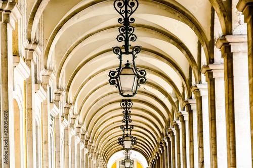 żyrandol we wnętrzu, w Lizbonie Stolica Portugalii
