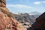Schöner Blick auf das Meer, die weißen Häuser und die Küste von Santorini