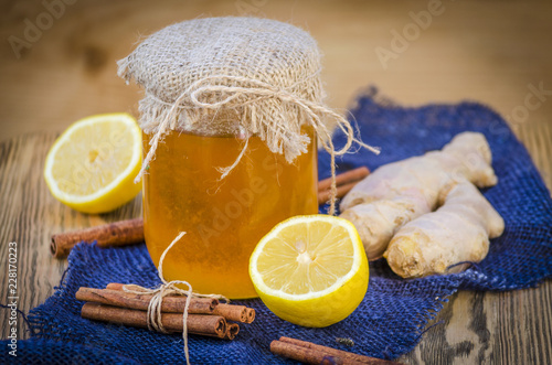 Foto Murales honey, ginger, cinnamon and lemon are natural ingredients