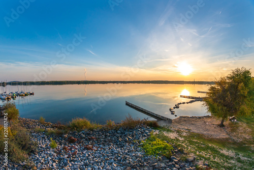 Romantischer Sonnenuntergang am Markkleeberger See bei Leipzig