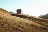 Chapelle de montagne coucher de soleil dans les alpes francaise