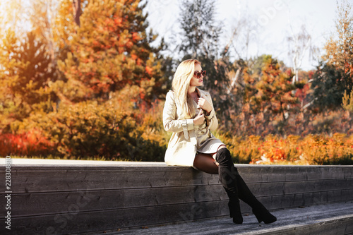 Leinwanddruck Bild Slim young woman and autumn time.