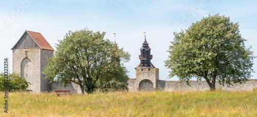 stary mur zamkowy w Gotlandii