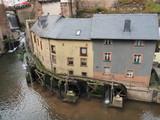 Saarburg -  Wasserfall im Stadtzentrum mit Museum Amüseum (ehem. Mühle)   - 228383488