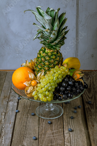 Foto Murales Fruit on a white plate