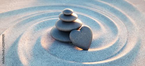 Leinwanddruck Bild Turm aus Kieselsteinen mit Kiesel in Herzform