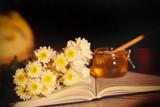 цветы осенние лежат на книге рядом фрукты и чай