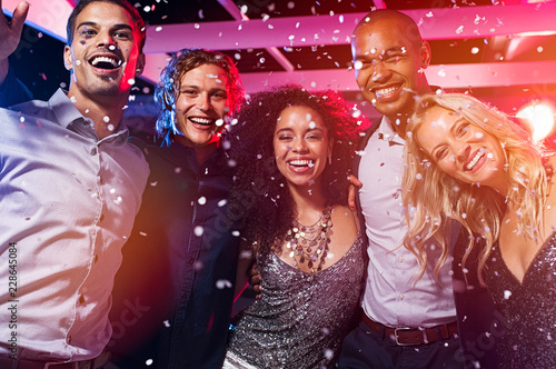 Foto Murales Friends having fun at party with confetti