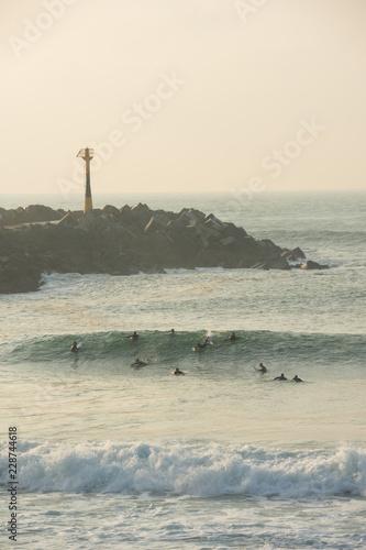Surfeurs à la plage de la Barre, Anglet, Pyrénées-Atlantiques, France - 228744618