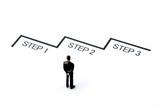 ステップアップを考えるビジネスマン - 228765217