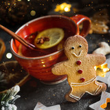 Christmas tea with spice and gingerbread cookie - 229025630