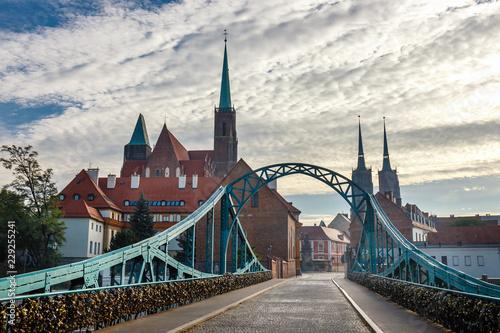 widok kościoła Świętego Krzyża i św. Bartłomieja we Wrocławiu