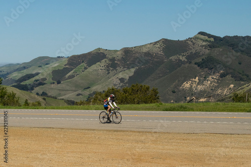 ciclista en la costa oeste