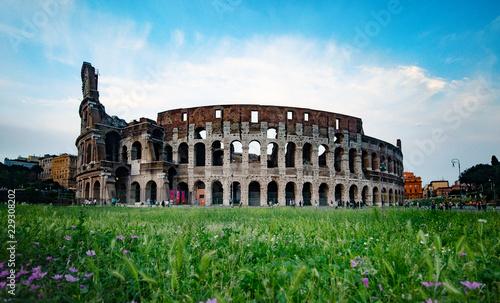 Colosseum to owalny amfiteatr w centrum Rzymu, we Włoszech