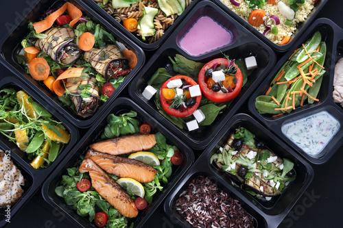 Lunch boxy, smakowite i zdrowe potrawy obiadowe - 229558052