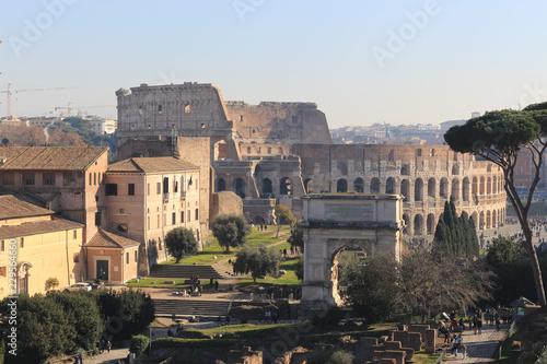 Widok z lotu ptaka antyczny Romański forum z Colosseum Rzym, Włochy