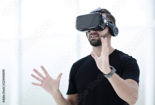 Foto Murales portrait of an amazed guy using a virtual reality headset isolat