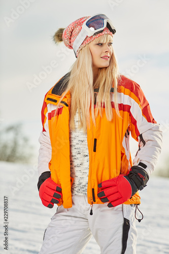 fototapeta na ścianę Picture of happy young lady snowboarder