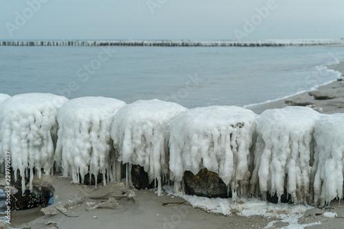 Acrylglas Pier Winter an der Küste der Ostsee