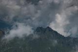 Nuvole nere sulla vetta delle Dolomiti italiane - 229744688