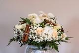 Bouquet de fleur dans un vase - 229790809