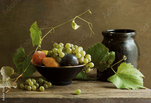 Still Life with Fruit Bowl and Grapevine © vctr