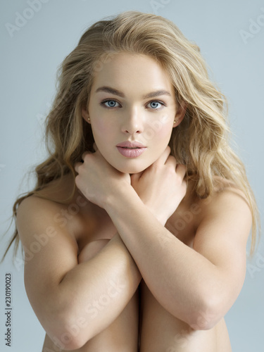 Leinwandbild Motiv Beautiful young naked woman