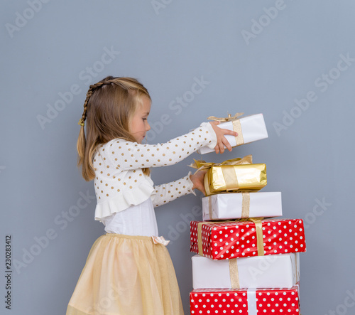 Leinwanddruck Bild girl awaiting christmastime