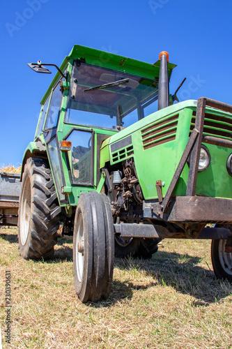 Tracteur ancien - 230390631