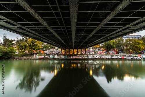 Donaukanal Wien - Unter einer Brücke - 230417063