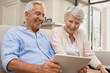 Leinwanddruck Bild - Seniors using digital tablet