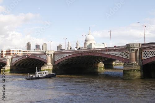 Londres - Blackfriars Bridge - 230504088