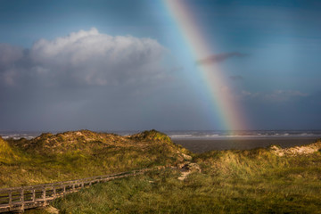 Regenbogen am  Stand von St. Peter-Ording © crimson