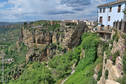 Foto Murales City on the edge of a hillside