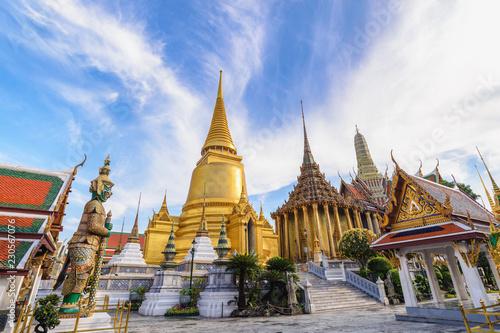 Fototapeten Bangkok Bangkok Thailand, city skyline at Wat Phra Kaew temple