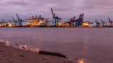 Lichter am Hafen von Hamburg - 230590098