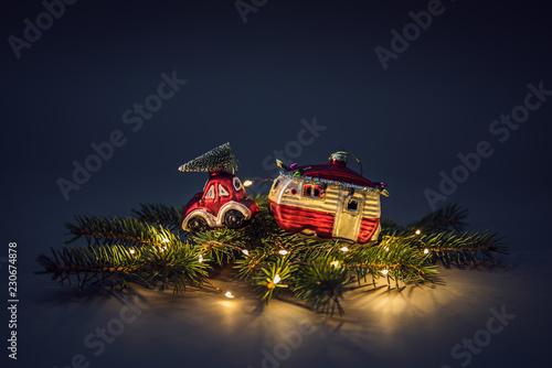 Weihnachtsmotiv - Auto mit Wohnmobil