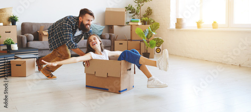 Leinwanddruck Bild happy young married couple moves to new apartment